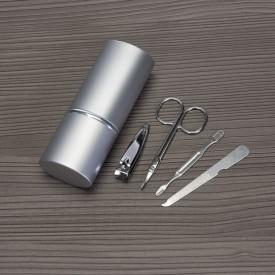 Kit manicure 4 peças em estojo oval de alumínio.